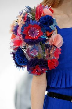 Art meets fashion: style tropical floral embellished volume Shoulders details at Chanel Spring Summer 2015 Haute Couture Paris Fashion Week PFW. Chanel Couture, Couture Fashion, Runway Fashion, Couture 2015, Spring Couture, Fashion Week, High Fashion, Fashion Show, Fasion