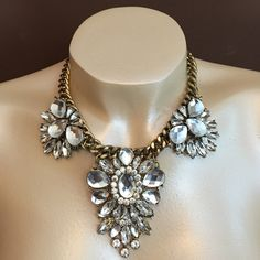 """Crystal Statement Necklace T Drop, oval clear crystal design flower with antique gold metal chain fashion jewelry necklace. 3""""L extender chain attached for ease of use. Jewelry Necklaces"""