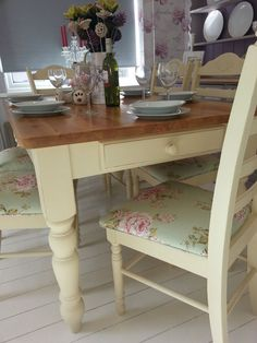 Shabby Chic Farmhouse Table with drawers and 6 chairs – Annie Sloan - Diy Furniture Shabby Chic Kitchen Chairs, Shabby Chic Dining, Shabby Chic Farmhouse, Shabby Chic Homes, Farmhouse Table, Shabby Chic Decor, Country Furniture, Shabby Chic Furniture, Vintage Furniture