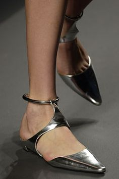 Prada Spring 2003 Ready-to-Wear Fashion Show Details Mode Shoes, Prada Spring, Shoe Gallery, Mocassins, Beautiful Shoes, Shoe Collection, Girls Shoes, Designer Shoes, Jimmy Choo
