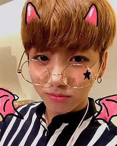 #wattpad #de-todo JungKook es el tipo de novio que te prestaría su ropa aún sabiendo que no se la devolverás.