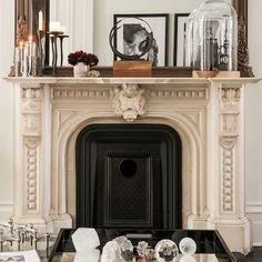 Apartment living room with fireplace house tours 61 super Ideas New York Brownstone, Brownstone Interiors, Bookshelves Around Fireplace, Home Fireplace, Living Room With Fireplace, Fireplaces, Large Floor Plans, New York Tours, Home Interior