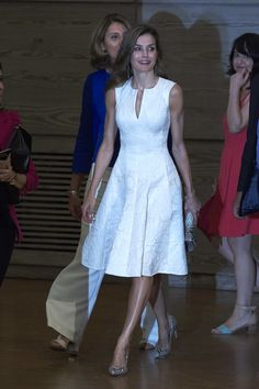 Queen Letizia of Spain Photos Photos - Queen Letizia of Spain attends the National Fashion Awards 2017 at Museo del Traje on July 17, 2017 in Madrid, Spain. - Queen Letizia of Spain Attends National Fashion Awards 2017