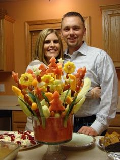 Tasty Tuesday: Edible Fruit Arrangement This picture below is of my friends, Kara and Justin. Justin made this Edible Fruit … Edible Fruit Arrangements, Edible Bouquets, Fruit Recipes, Healthy Recipes, Fruits Decoration, Deco Fruit, Fruit Creations, Good Food, Yummy Food