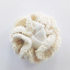 Gehäkelte Blume/ Crochet Flower Haarspange / Haarschmuck / Hochzeit / Wedding / Hairpiece