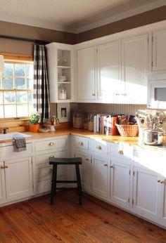 kitchen-corner-black-buffalo-check-drapes