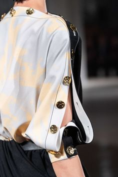 Proenza Schouler Spring 2020 Ready-to-Wear Fashion Show - Proenza Schouler Spring 2020 Ready-to-Wear Collection – Vogue - Review Fashion, Fashion 2020, Runway Fashion, Womens Fashion, Fashion Trends, Fashion Details, Look Fashion, Fashion Design, Girl Fashion