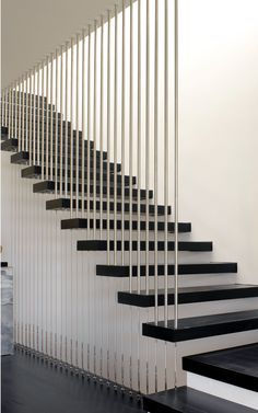 Choosing the Perfect Stair Railing Design Style Bamboo poles? Treppe Choosing the Perfect Stair Railing Design Style Steel Railing, Modern Staircase Railing, Stair Railing Design, Home Stairs Design, Steel Stairs, Floating Staircase, Modern Stairs, Interior Stairs, Staircase Ideas