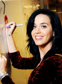 Katy Perry... she looks stunning without makeup!!