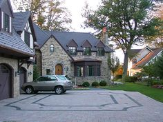 Driveway detail with black stone pavers set in concrete pavers Stone Driveway, Driveway Pavers, Driveway Landscaping, Driveway Ideas, Paver Designs, Garden Tiles, Concrete Pavers, Yard Design, Curb Appeal