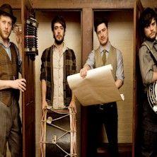 Mumford And Sons - Un grande attesissimo ritorno!   Il loro primo album 'Sigh No More' ha venduto più di 4 milioni di copie. Il celeberrimo singolo 'Little Lion Man' ha fatto il giro del mondo incantando e conquistando i loro innumerevoli fan. Un successo strepitos...
