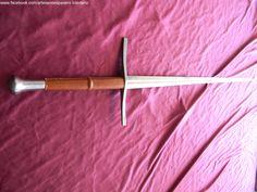 Vista general de espada de mano y media.