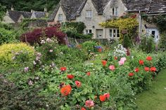 Bibury (in the Cotswolds) has the most charming gardens and cottages! via @dearsusanbranch on twitter