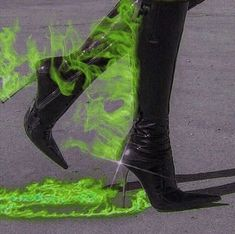 Made for Walkin'  Catty Noir, Jugend Mode Outfits, Slytherin Aesthetic, Green Theme, Aesthetic Grunge, Aesthetic Green, Aesthetic Art, The Villain, Neon Green