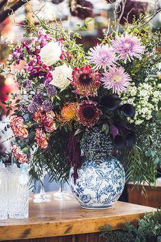Casamento no Rio de Janeiro: Luiza + Roberto - Constance Zahn | Casamentos Floral Wreath, Bouquet, Wreaths, Plants, Home Decor, Rio De Janeiro, Weddings, Floral Arrangements, Floral Crown