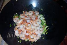 Preparare creveti la wok cu usturoi