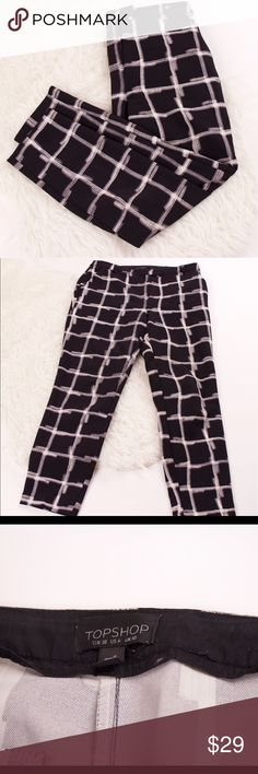 Topshop black white plaid crop ankle trousers sz 6 Topshop striped checkered plaid white and black trouser pants. Cropped ankle. Polyester. Size 6us 10uk. Waist-30 hips-36 rise-11 inseam-26 length-35 Topshop Pants Ankle & Cropped