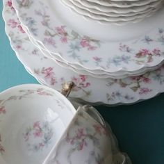 Vintage Haviland Limoges china, small collection found in a thrift store. I'm sharing more lovely dishes over on Instagram, @ vintagefloralcottage. Photo by Janet Green, @vintagefloralcottage.  #thriftstorescore #haviland #havilandlimoges #limoges #vintagedinnerware #prettydishes #vintagechina #vintagedishes