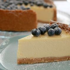 Classic New York Baked Cheesecake - A cheesecake is the perfect dessert for summer entertaining! Make this one ahead of time for a simple, fuss-free dinner party or BBQ. New York Baked Cheesecake, Baked Cheesecake Recipe, No Bake Cheesecake, Basic Cheesecake, Baking Tins, Bread Baking, Summer Desserts, Tray Bakes, Sweet Recipes