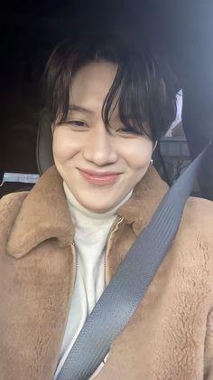 Onew Jonghyun, Lee Taemin, Kpop, Beautiful Disney Quotes, Cute Asian Guys, Young K, Print Pictures, Asian Men, South Korean Boy Band