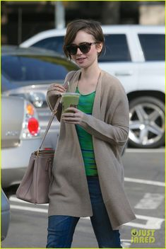 Lily Collins Grabs A Green Smoothie To Go After Debuting Pixie Cut | lily collins shows pixie cut mom fashion inspiration 03 - Photo