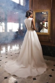 Organza Plunging Deep V-Neckline Full Box Pleated Bodice Ball Gown Wedding Dress Pretty Wedding Dresses, 2015 Wedding Dresses, Sweetheart Wedding Dress, One Shoulder Wedding Dress, Gown Wedding, Pleated Bodice, Plus Size Wedding, Beautiful Bride, Ball Gowns