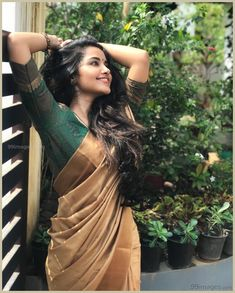 Anupama Parameswaran (aka) Anupama high quality photos stills images & pictures Beautiful Saree, Beautiful Indian Actress, Beautiful Actresses, Onam Saree, Kerala Saree Blouse Designs, Engagement Saree, Engagement Timeline, Set Saree, Saree Poses