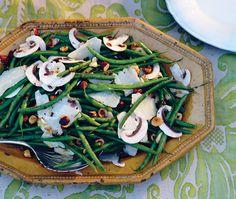 À température ambiante, cette salade est un régal. Si vous la préparez à l'avance, mettez-la au réfrigérateur et sortez-la 30 minutes avant de la servir.