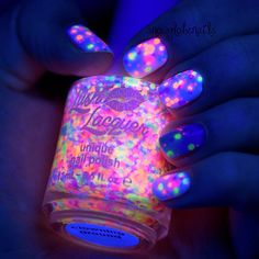 Glow in the dark nails Cute Nail Art, Cute Nails, Pretty Nails, Fabulous Nails, Gorgeous Nails, Perfect Nails, Nagellack Design, Glow Nails, Nail Art