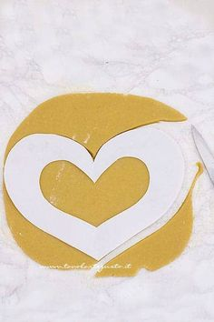 Cream Tart: la Ricetta originale passo passo (con forma stampabile) My Favorite Food, My Favorite Things, Favorite Recipes, Affogato, Superhero Logos, Creme, Tutorial, Biscotti, Catering