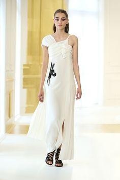 Silhouette_34 / Haute Couture Autumn-Winter 2016-17 Show / HAUTE COUTURE / Woman / Dior official website