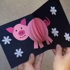 Открытка – хрюшка от Символ года нел… Postkarte – Schwein von Das Symbol des Jahres kann nicht verletzt werden, wie like Schwein 🐷 [. New Year's Eve Crafts, Pig Crafts, Animal Crafts, Preschool Crafts, Diy And Crafts, 3 Little Pigs Activities, Diy Paper, Paper Crafts, Paper Art