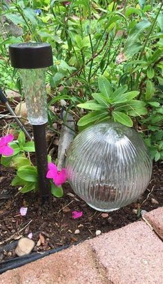 Design this easy DIY Garden Solar Power Decoration for your home garden this summer! A great way to add eco-friendly outdoor solar lighting to your garden, walkways or patio area with a decorative touch on a budget. Garden Crafts, Garden Projects, Garden Art, Garden Design, Easy Garden, Big Garden, Easy A, Solar Powered Lights, Light Crafts