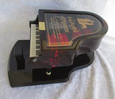 Collectibles/Vintage Estate Kings grand piano jewelry music box like like new condition black with red velvet interior