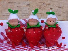Hoe meer aardbeien, hoe leuker de zomer is. En deze aardbeipopjes zijn voor altijd, de hele zomer lang. De schattige popjes hebben buikjes als aardbeien, en dat maakt ze wel heel erg lief. De hoofdjes zijn gemaakt van poppentricot. Natuurlijk staat in de werkbeschrijving beschreven hoe je dat moet doen, maar kijk ook eens op mijn blog in deze workshop: http://tintangel.typepad.com/rondom-tintangel/2012/06/workshop-pakket-fladderles-maken-stap-voor-stap.html Op...