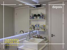Projeto de reforma em banheiro residencial com aproveitamento do móvel antigo. Parceria entre Fernanda Cervo ARQ e Cintia Groenwald.