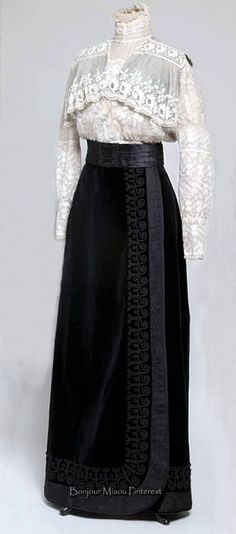 Blouse & skirt, from Croatia, ca. 1908–09. Blouse is made in two types of lace on tulle; skirt is black velvet. Museum of Arts & Crafts, Zagreb