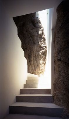 Interior Design Addict: Steven Harris architects, Casa Finisterra Amazing contrast of man vs nature. Very well thought! Architecture Design, Amazing Architecture, Ancient Architecture, Sustainable Architecture, Landscape Architecture, Exterior Design, Interior And Exterior, Balustrades, Interior Stairs