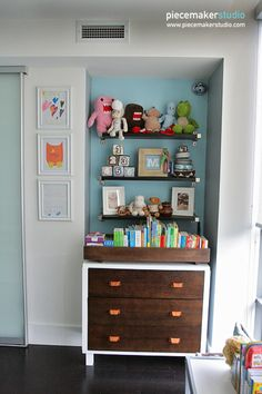 Love the book storage in this big boy room!