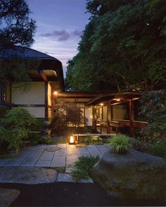 34 Fabulous Japanese Traditional House Design Ideas - Although many different types of housing can be seen in Japan, generally the living area is smaller than in other countries. Some houses are designed . Japanese Home Design, Japanese Style House, Traditional Japanese House, Japanese Home Decor, Japanese Interior, Chinese Interior, Japanese Architecture, Futuristic Architecture, Landscape Design