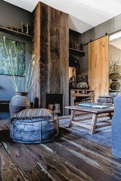Rustic living room in a German cottage Living Room Interior, Living Room Decor, Living Spaces, Bedroom Decor, Interior Livingroom, Decoration Inspiration, Interior Inspiration, Style Rustique, Interior Decorating