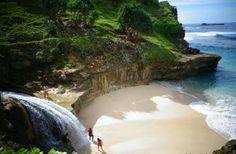 Pantai Banyu tibo, pacitan jawa timur. Indonesia