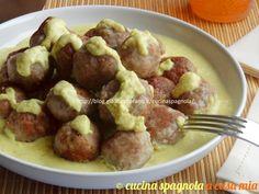 Le polpette con salsa di mandorle (albóndigas con salsa de almendras): come tapas o secondo sono una ricetta facile e saporita, adatta a tutta la famiglia.