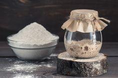 Surdeig: Slik lager du starter til surdeigsbrød Sourdough Recipes, Sourdough Bread, Bread Recipes, Baking Recipes, Corn Pancakes, Pain Au Levain, Types Of Flour, Rye Flour, Challah