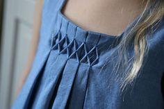 Petite sélection inspiration couture : les plis. Sélectionné par Mercerie Caréfil http://www.merceriecarefil.com/fr/