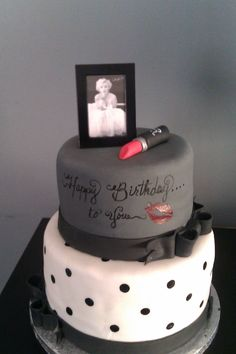 Marilyn Monroe Birthday Cake - This was a cake that I did for my daughter's 15th Birthday. She loves Marilyn Monroe.