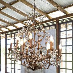 Una lámpara única, con detalles inspirados en la naturaleza. En #Conceptual vivimos la realidad del buen vivir