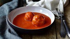 Poctivá rajčatová omáčka s masovými kuličkami chutná skvěle a příprava je o hodně rychlejší než klasika s hovězím masem.! Thai Red Curry, Food And Drink, Menu, Pudding, Ethnic Recipes, Kitchen, Cooking Ideas, Menu Board Design, Cooking