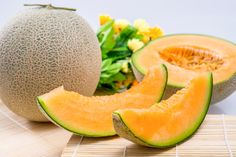 20 Health Benefits of Cantaloupe ( Muskmelon ) & Nutrition Facts - LOYFLY Cantaloupe Benefits, Vitamin C Foods, Pigs Eating, Variety Of Fruits, Banana, Alkaline Foods, Hair Health, Bone Health, Fit Bodies