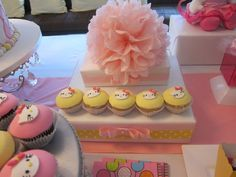 Cute Hello Kitty cupcakes